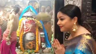 Tanushree Dutta reaches Baba Mahakal's Temple, joins Bhasm Aarti!