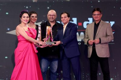 "Nikita Rawal wins ""Mid day's Show biz icon award  for producing content and social work"