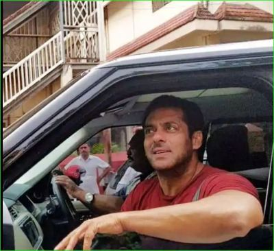 Salman Khan's swag among fans in Bandra, pictures going viral