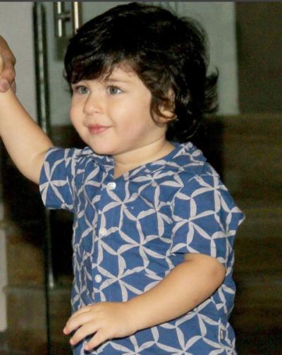 'BATMAN' बने छोटे नवाब तैमूर अली खान, नजर आया बेहद क्यूट लुक