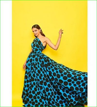 Deepika stuns in a polka dot blue gown, fans go crazy