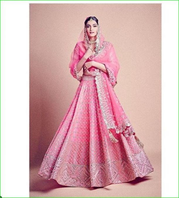Sonam Kapoor looked very beautiful as a bride again, looked charming in a pink lehenga