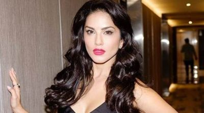 Sunny Leone shares a beautiful photo with husband Daniel Weber, her caption will amaze you!