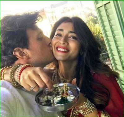 Shriya Saran celebrates Karwachauth after getting married secretly, husband kissed her