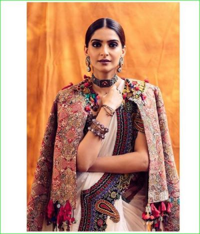 Sonam Kapoor sets Instagram on fire with Jacket on the traditional saree, check out pic here