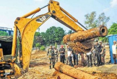 200-year-old cannons found in the excavation, used during this period