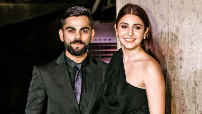 Virat Kohli with wife Anushka Sharma spotted on the beach