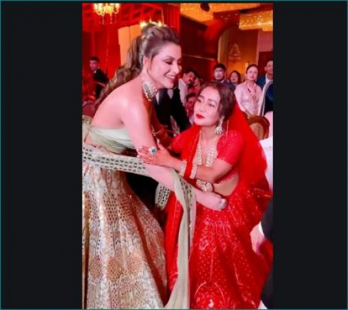 नेहा कक्कड़ की शादी में उर्वशी ने पहना था इतने लाख का लहंगा