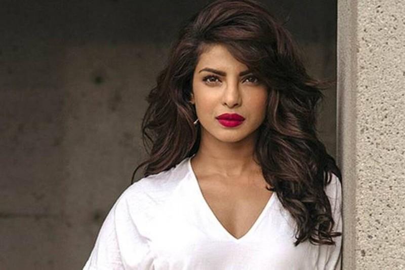 जल्द ही हिंदी  फिल्मों में वापसी कर सकती है प्रियंका चोपड़ा