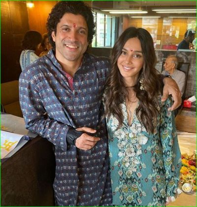 Farhan celebrates Diwali with girlfriend Shibani, photos surfaced