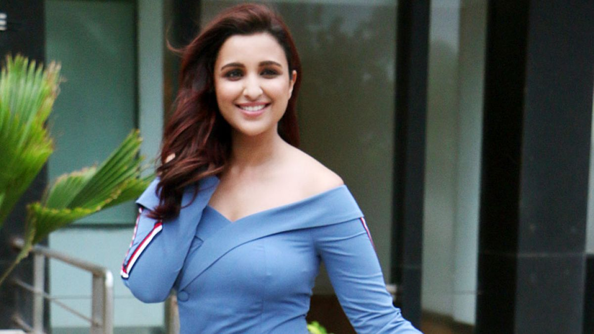 Parineeti Chopra stuns in a black dress, fans praised her | NewsTrack  English 1
