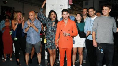 Nick-Priyanka-Anupam's photo is going viral, stars seen on one stage!