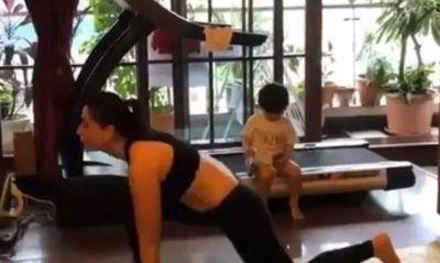 VIDEO : एक्सरसाइज कर रहीं थीं माँ करीना, टकटकी लगाए देखता रहा तैमूर