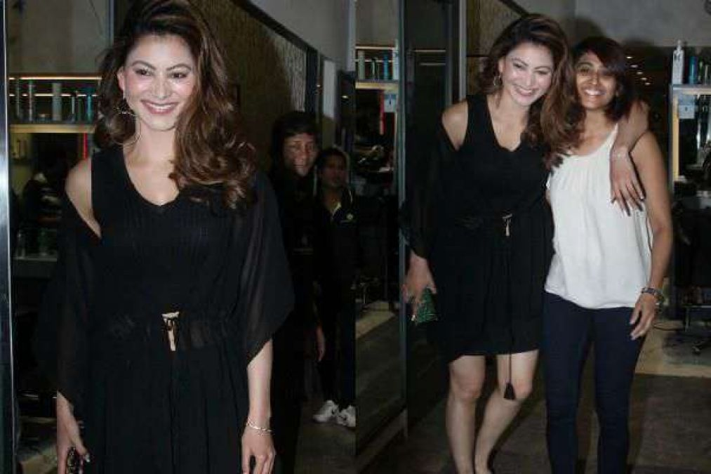 Urvashi spotted at a saloon, wreaked havoc in black dress