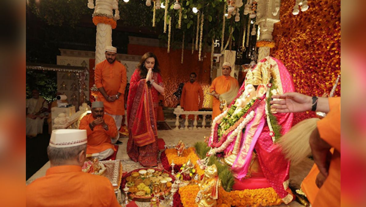 This is how Bappa was welcomed in the Ambani family, watch the unseen video!