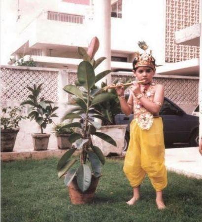बचपन में कृष्ण बना था ये बॉलीवुड एक्टर शेयर किया फोटो