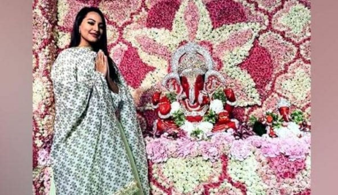 Sonakshi came to see Bappa barefoot, people started trolling her!