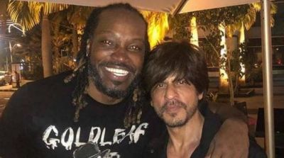 Shahrukh arrives abroad to support this cricket team, meets Chris Gayle
