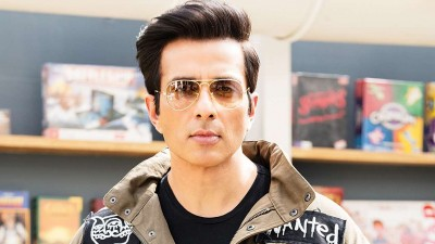 Sonu Sood's heart winning reply to a fan who painted his pic on SIM card goes viral