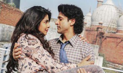 The Sky is Pink: Priyanka and Farhan seen romancing in Delhi