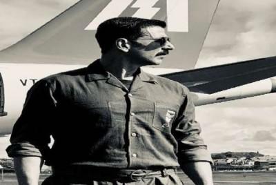 Akshay Kumar's retro look from Bell-Bottom surfaced