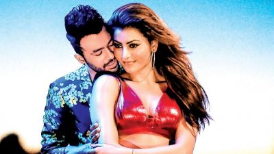 Urvashi is again set to win hearts with her killing dance moves in Tony Kakkar's song