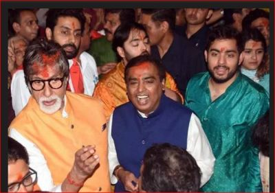 Amitabh Bachchan, Abhishek accompany Mukesh and Akash Ambani as they visit Lalbaugcha Raja