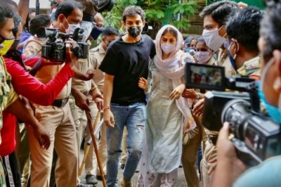 Rhea and Showik Chakraborty have to spend another night in jail