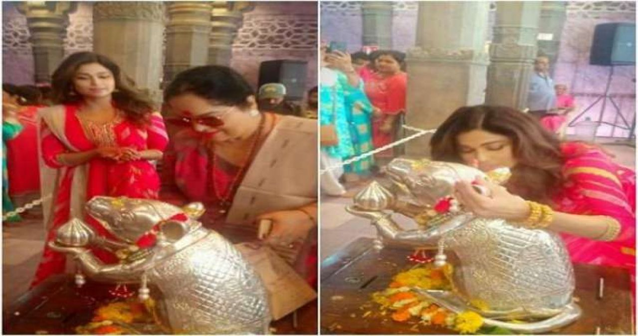 Shamita Shetty Kangana Ranaut visits Andhericha Raja for Ganpati darshan