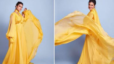 Kajol's hot look is still making headlines, wreaks havoc in a sari!