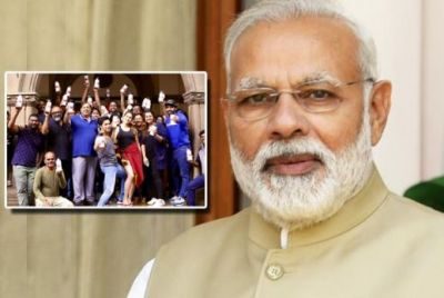 PM Narendra Modi praises team of Coolie No 1 for this reason