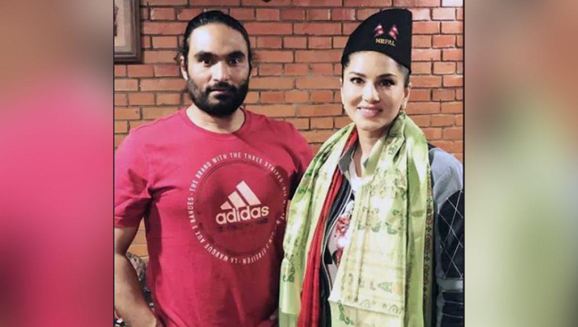 नेपाली अवतार में दिखीं सनी लियोन, इस फिल्म के प्रीमियर शो के लिए पहुंचीं नेपाल