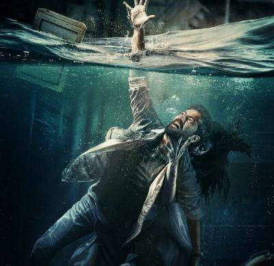 विक्की कौशल को जकड़ा भूत ने, पानी में डूबते दिखे एक्टर