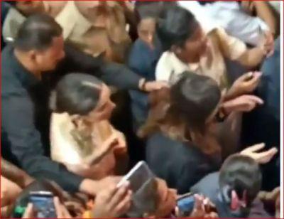 Video: Deepika Padukone mobbed by fans at Lalbaugcha Raja Ganpati pandal
