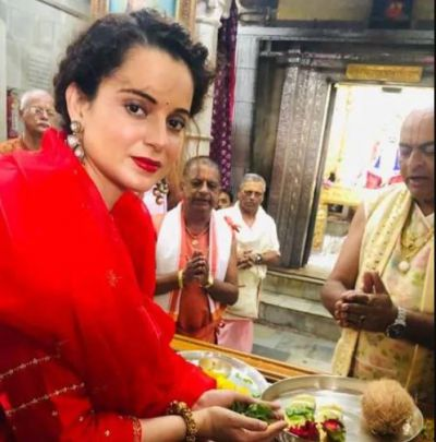 'Queen' of Bollywood in traditional attire in Dwarkadhish temple, See pictures