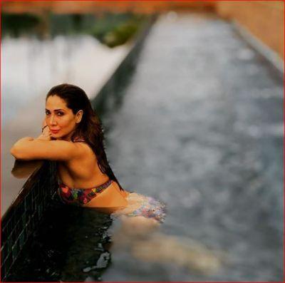 39 की उम्र में एक्ट्रेस ने दिए हॉट और सेक्सी पोज, ट्रोलर्स ने कहा- 'कब तक बिकिनी में घूमोगी...'