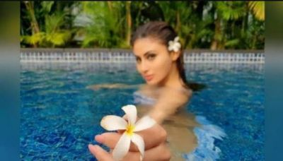 Mouni Roy, who looked extremely relaxed in the pool, see her picture