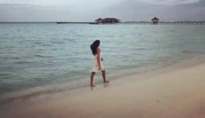 This Sexy Actress is enjoying in the Beach, Shared Video