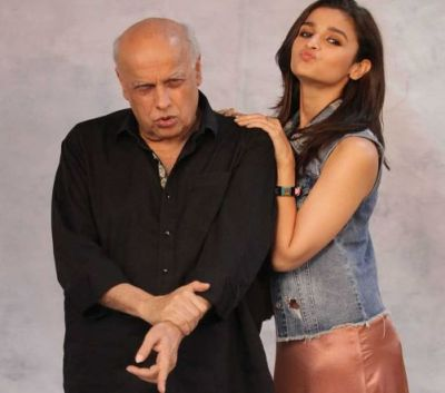 Alia Bhatt seen discussing Sadak 2 with her father, see photos