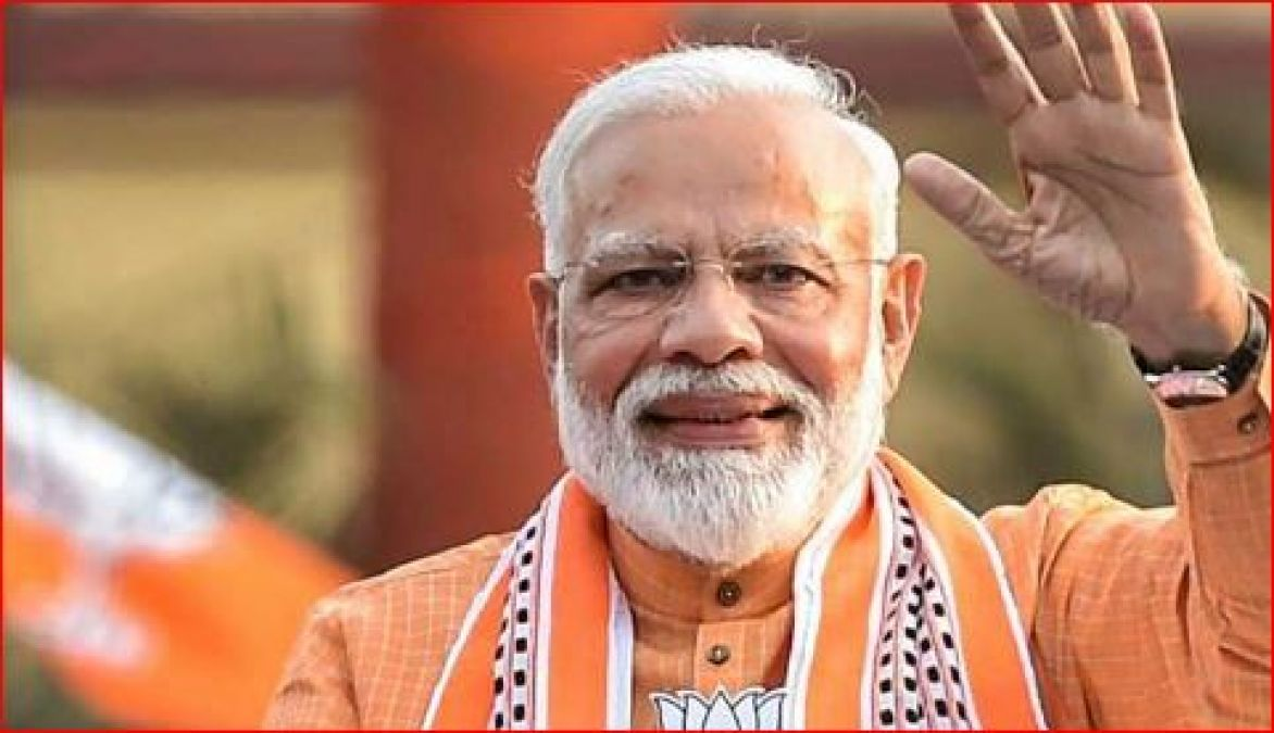 PM Modi likes only two songs, watched this film on Big-B's request