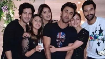 Alia arrives with boyfriend at friend's birthday party, hugged like this