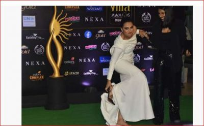 IIFA 2019: Swara Bhaskar took off her sandals and did this, Know Why