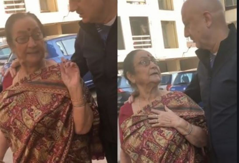 Video: Anupam Kher's mother searches for tea in the streets of NewYork