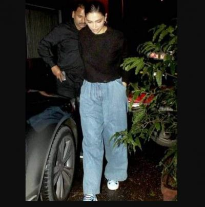 Deepika Padukone came out on night out wearing boyfriend jeans along with a bag of millions