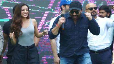 Sunny Deol dances on Yaara o Yaara song in Jaipur