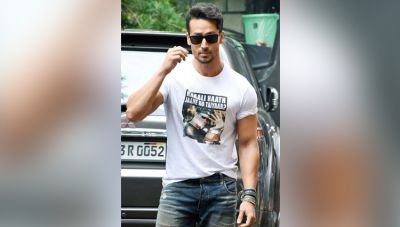 T-shirt 'war' is not stopping, now Tiger made fun of Hrithik
