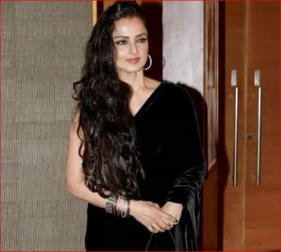 Rekha stuns in black velvet sari, check out photo here