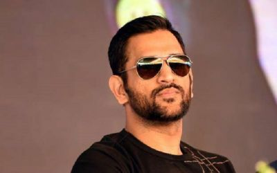 'Captain Cool' ready to enter Bollywood; can be seen with this veteran actor