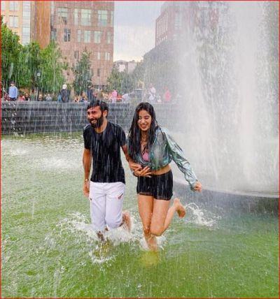 Janhavi Kapoor seen enjoying the rain, co-star commented this