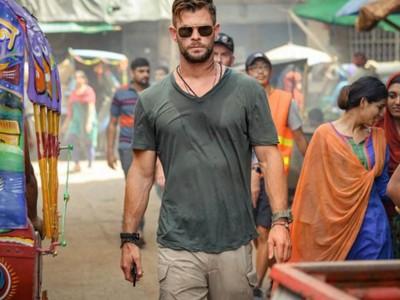 Chris Hemsworth seen praising this Bollywood actor